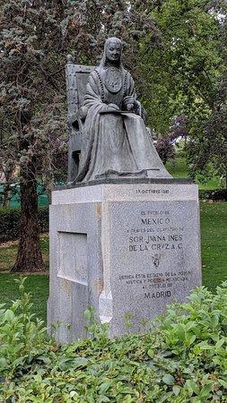 Estatua de Sor Juana Ines de la Cruz