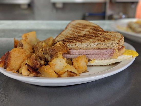Lambton Shores, Canadá: Peameal & Egg sandwich