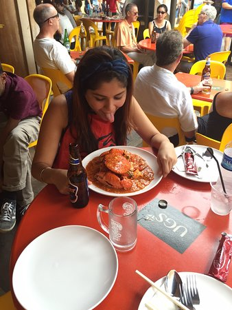 Trying  the most popular Singapore Chilli Crab at the most popular restaurant in China town of Singapore