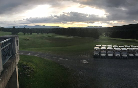 Mansonville, แคนาดา: The golf club restaurant view.