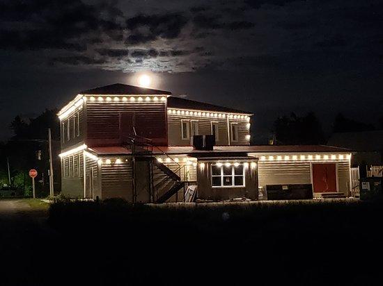 Hepworth, Canada: Hostel at nighttime