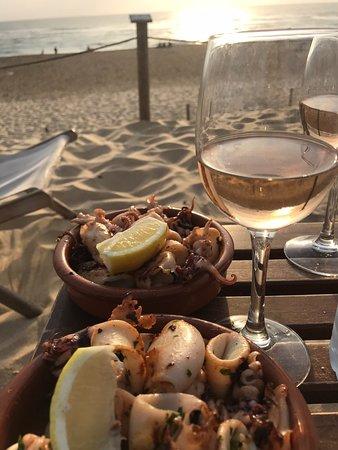 Couleur Locale: Un verre de rosé Océane et des super chipirons, le bonheur!