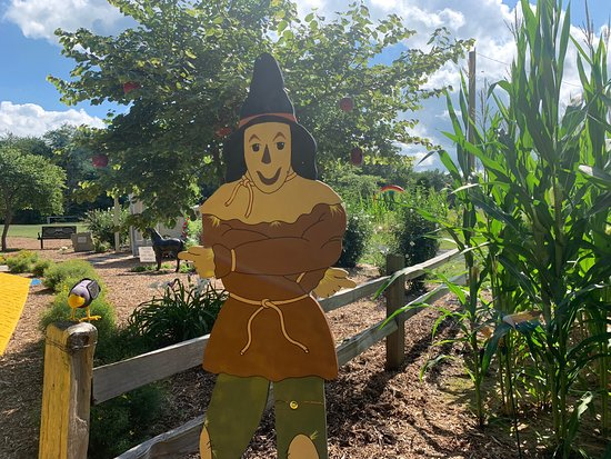 Mapleton, IL: Wizard of Oz Garden- such a cute place to visit!