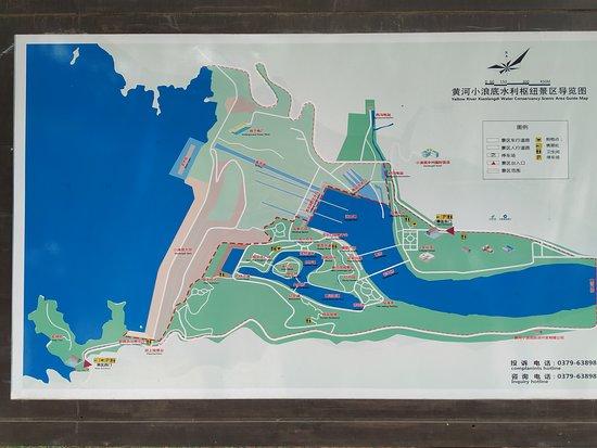 Mengjin County, Kina: Vyhlídková oblast Xiaolangdi Yellow River. Pod přehradou v místě Wengkou.