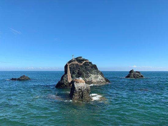 玉 神社 興 二見 東海・南海地震で海に沈んだご神体「興玉神石」の藻を刈る神事-二見夫婦岩沖で