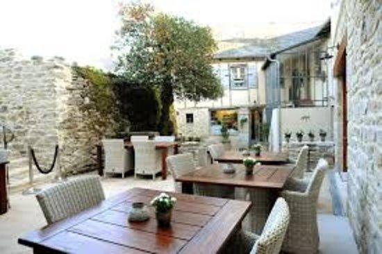 Le Lonzac, Франция: La salle extérieure de La Table de Turlot