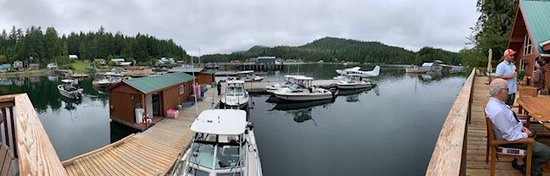 Kyuquot, Canada: Deck of Lodge and Boats