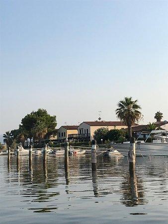 Vista del Complesso Residenziale Laghi di Sibari percorrendo il canale che arriva dal mare...
