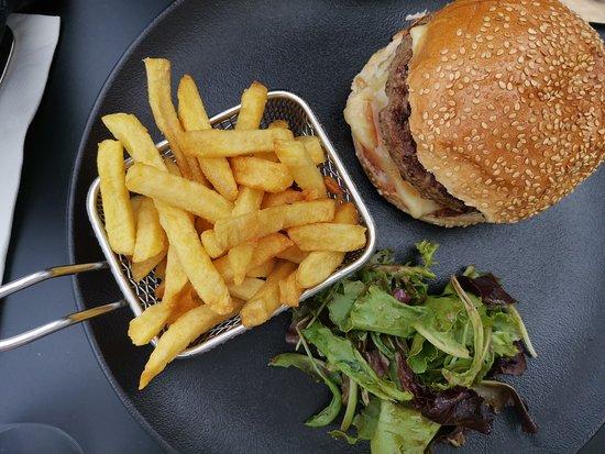 Crecy-la-Chapelle, Frankrijk: crecy burger