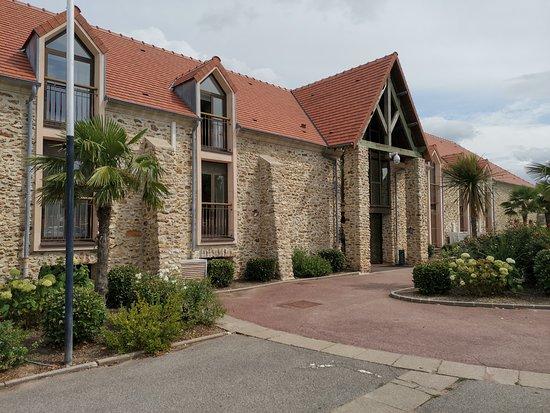 Crecy-la-Chapelle, Francja: batisse