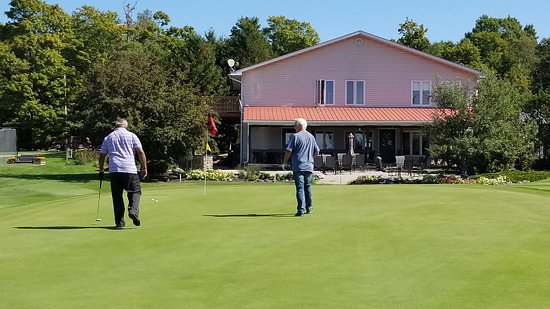 #9 green at the clubhouse.