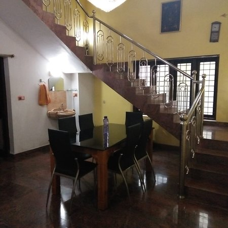 Ettumanoor, India: Dinning and stair case