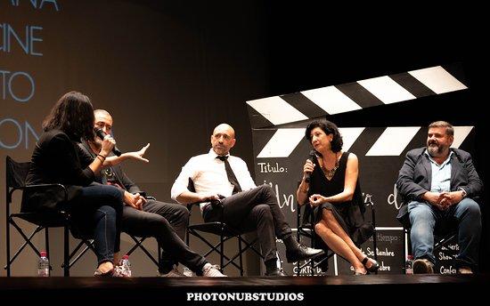 Sonseca, Spania: Mesa redonda que se realiza en la previa a la entrega de premios, en la que participan los miembros del jurado profesional de cada edición