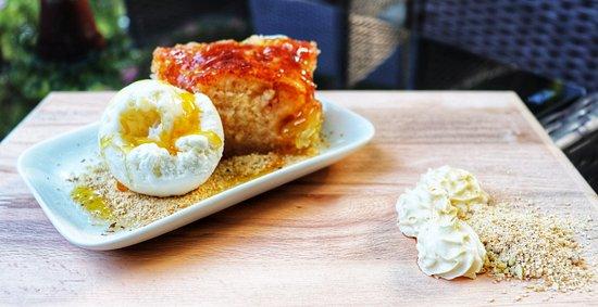 Theológos, Grecja: Apple pie with vanilla ice cream!🥧🍎🍧