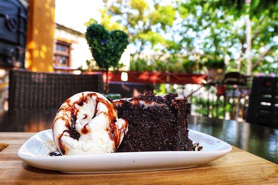 Theológos, Grecja: Chocolate Pie with vanilla ice cream!🍫🍧