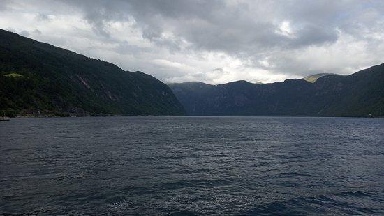 Vikøyri: вид с набережной