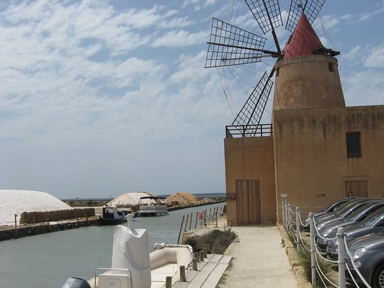 Ostrvo Sicilija, Italija: The salt fields of Marsala, Sicily