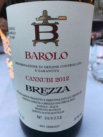 Une bouteille de Barolo Brezza