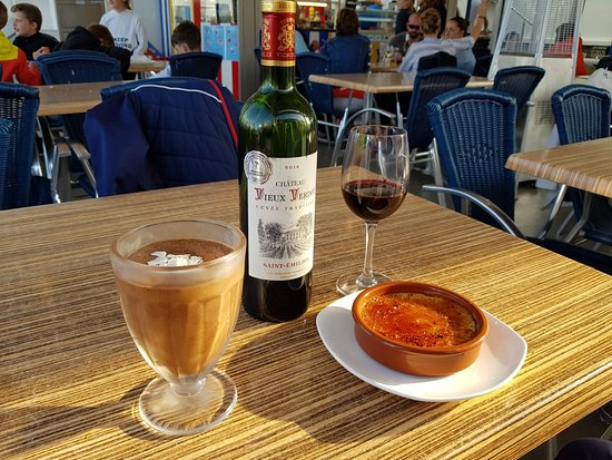 L'escale: Chocolate mousse & Creme Brulee