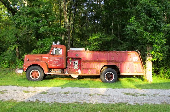 Hayden, Алабама: Old firetruck on the property