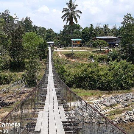 Kota Marudu, Malasia: Pedestrian bridge at kg sunsui