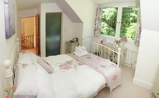 Rhu, UK: The Lomond Guest Room with En-suite bathroom.