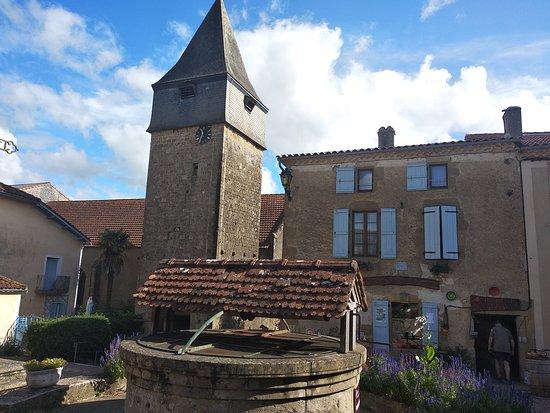 Bassoues, فرنسا: Eglise du village