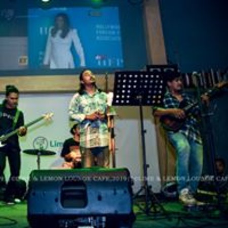 Bharatpur, เนปาล: live music going on .