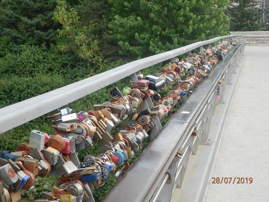 Ottawa Highlights 3.5 Hour Bike Tour: Lover's bridge