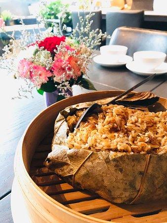 Lotus leaf chicken sticky rice