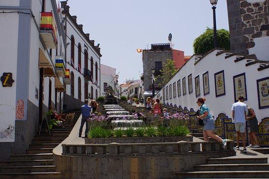 Paseo de Canarias: water vanuit de bergen en de bankjes