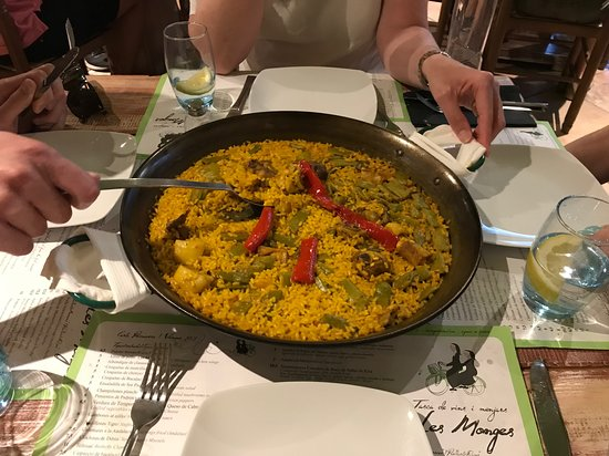 Tasca Les Monges: Paella Valenciana for two!