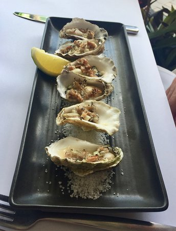 2 Fish Restaurant: Oysters