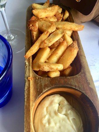 2 Fish Restaurant: Chips and mayo