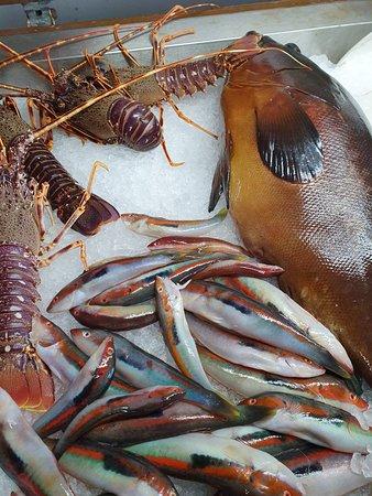 Il banco del pesce al Ristorante Sirena di Sansica......Incredibile!!