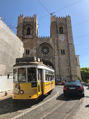 se cathedral with the famous tram 28