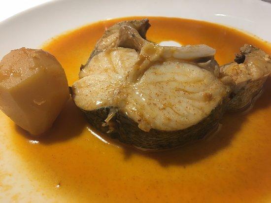 """Asador Castilla: Merluza a la Gallega (al menos eso ponía en la carta. Esmirriada, sin sabor y ese pescado tiene de """"A la Gallega"""" lo que yo de Obispo de Mondoñedo."""