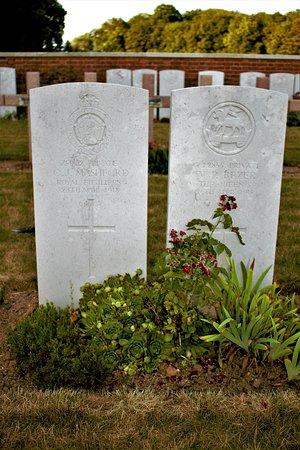 Hangard Wood British cemetery: tumbas individuales