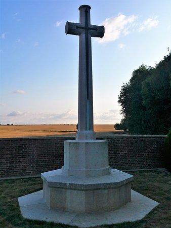 Hangard Wood British cemetery: cruz de sacrificio