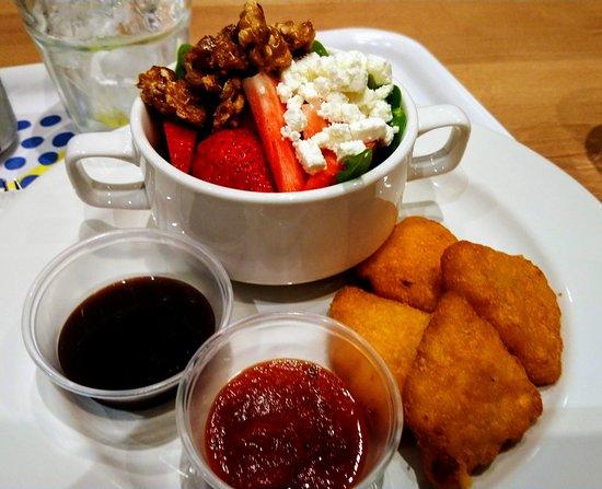 Charisma Cafe & Dessert House: Salad