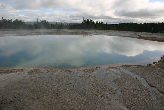 Parque Nacional de Yellowstone, WY: Pools of reflections.