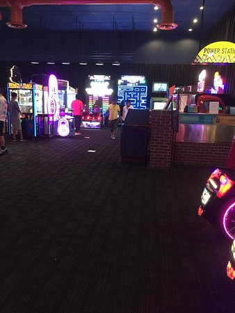 Dave & Buster's: game room