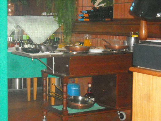 Casa Velha Restaurant: Live prepare for some plates !!!
