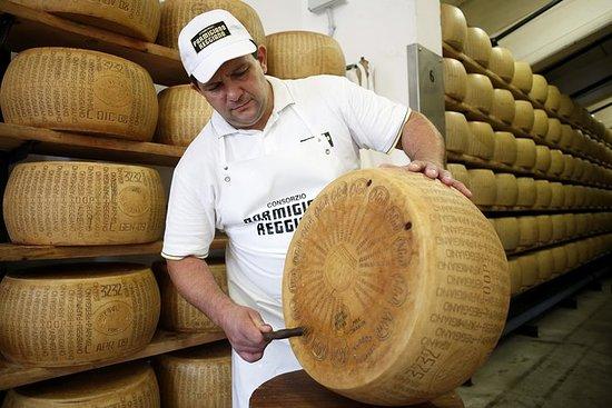 Käseverkostungs-Tour mit Parmigiano...