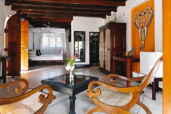 Amal Villa Apartments & Rooms: Deluxe room 4 on the 1st Floor (with balcony)