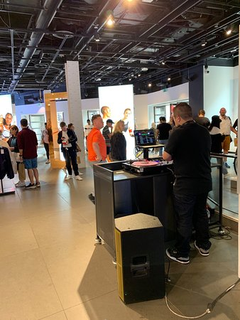 get online latest design outlet Visiter Nike Factory Store (Londres) : 2019 Ce qu'il faut ...