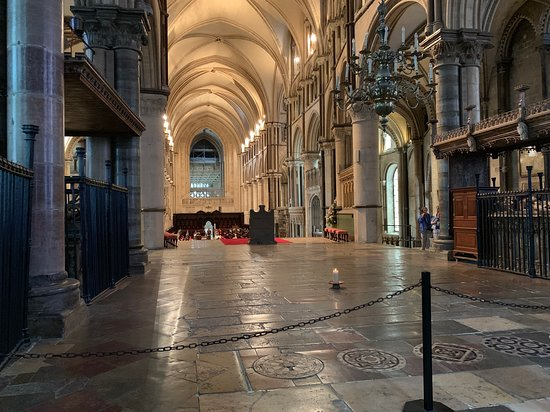 Leeds Castle, Canterbury Cathedral, Dover and Greenwich from London: All'interno della cattedrale