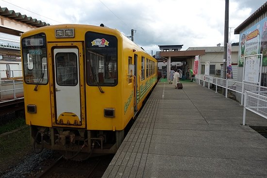 Akita Nairiku Jukan Tetsudo Rail: 角館駅に到着した急行もりよし