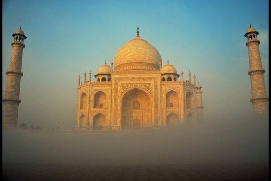 Overnight Taj & Fort Tour from Jaipur With Accommodation