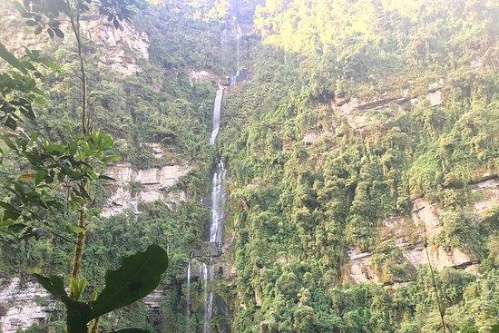 Caminata a la caída colombiana más...